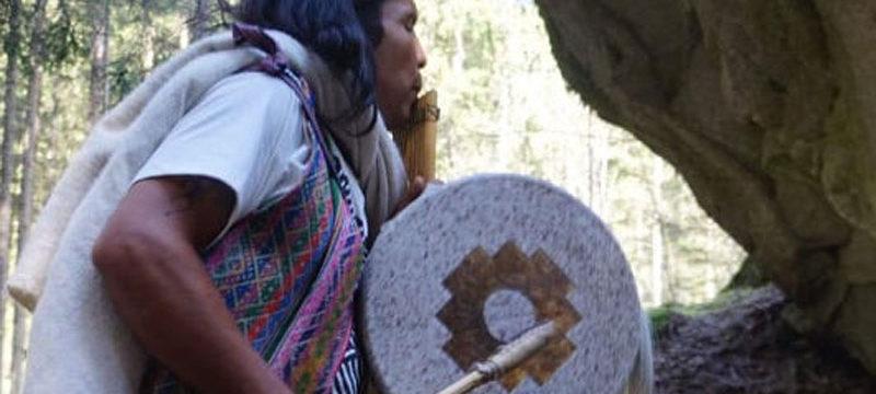 Propojení s hvězdami a zvuky bytí (Inti Guarango Arcoballeno, Peru)