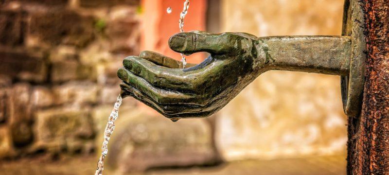 Pouť k pramenům srpen